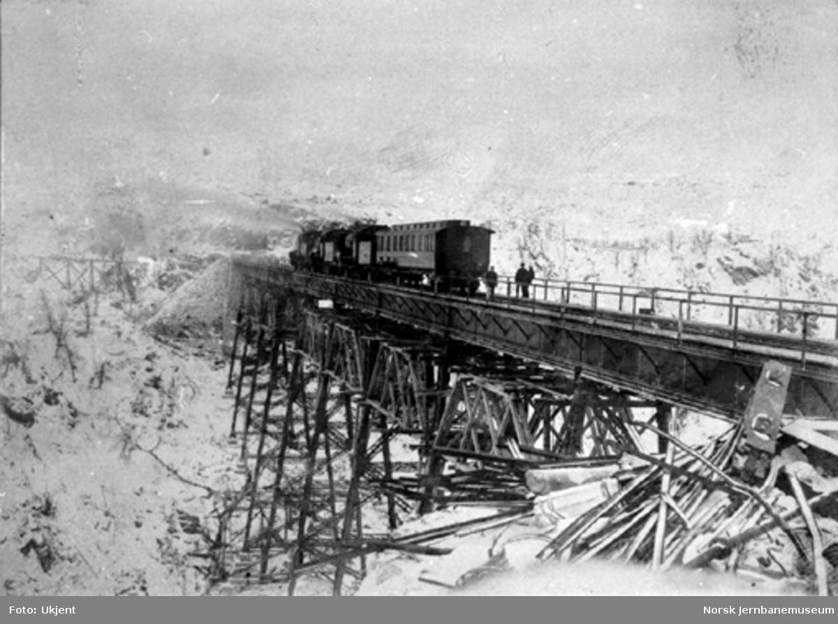 Prøvebelastning av Norddalsbrua med tre damplokomotiver