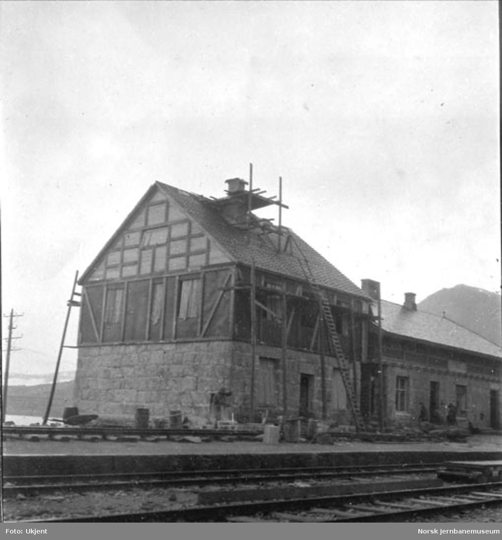 Finse stasjonsbygning under påbygging