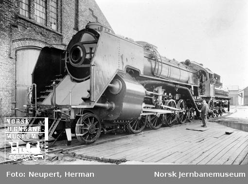 """Damplokomotiv type 49a nr. 463 """"Dovregubben"""" på Hamar før levering"""