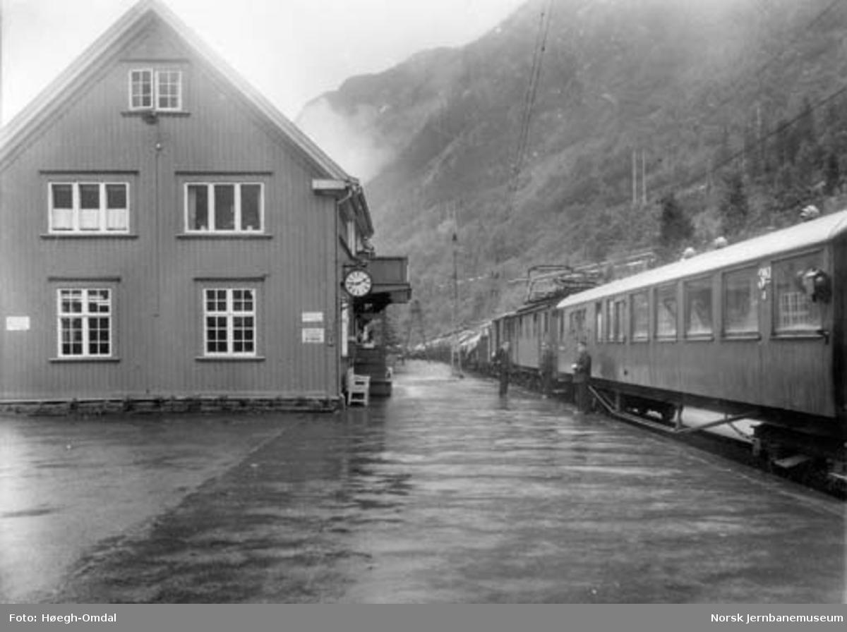 Massetransport Borgestad-Rjukan : Rjukan stasjon og toget på Rjukanbanen