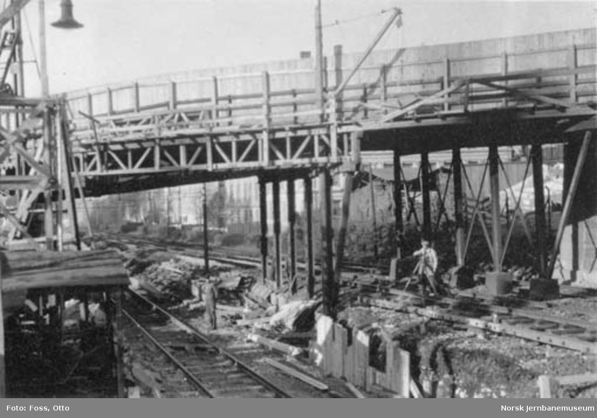 Ombygging av St. Halvards gatebru, Hovedbanen km 1,5