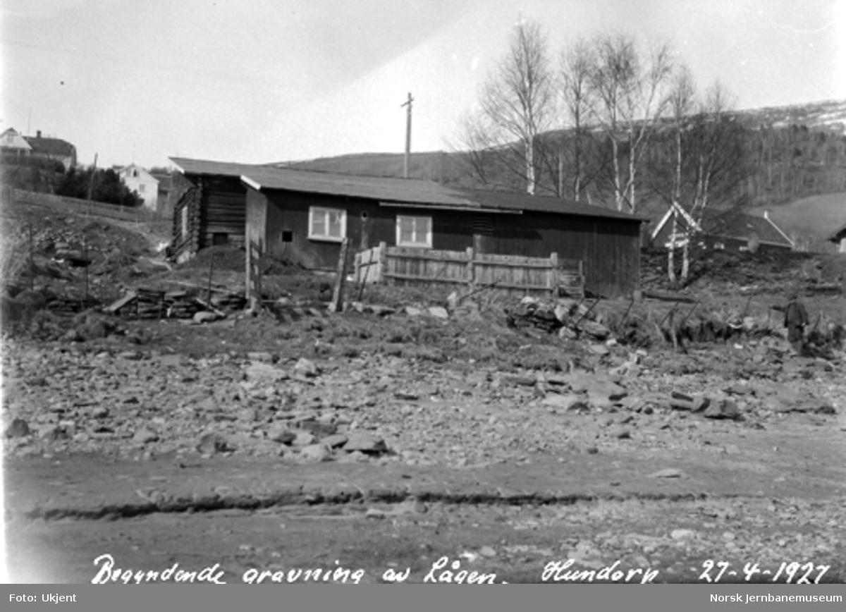 Begynnende graving av Lågen, Hundorp stasjon og nærmest stasjonens fjøs i bakgrunnen