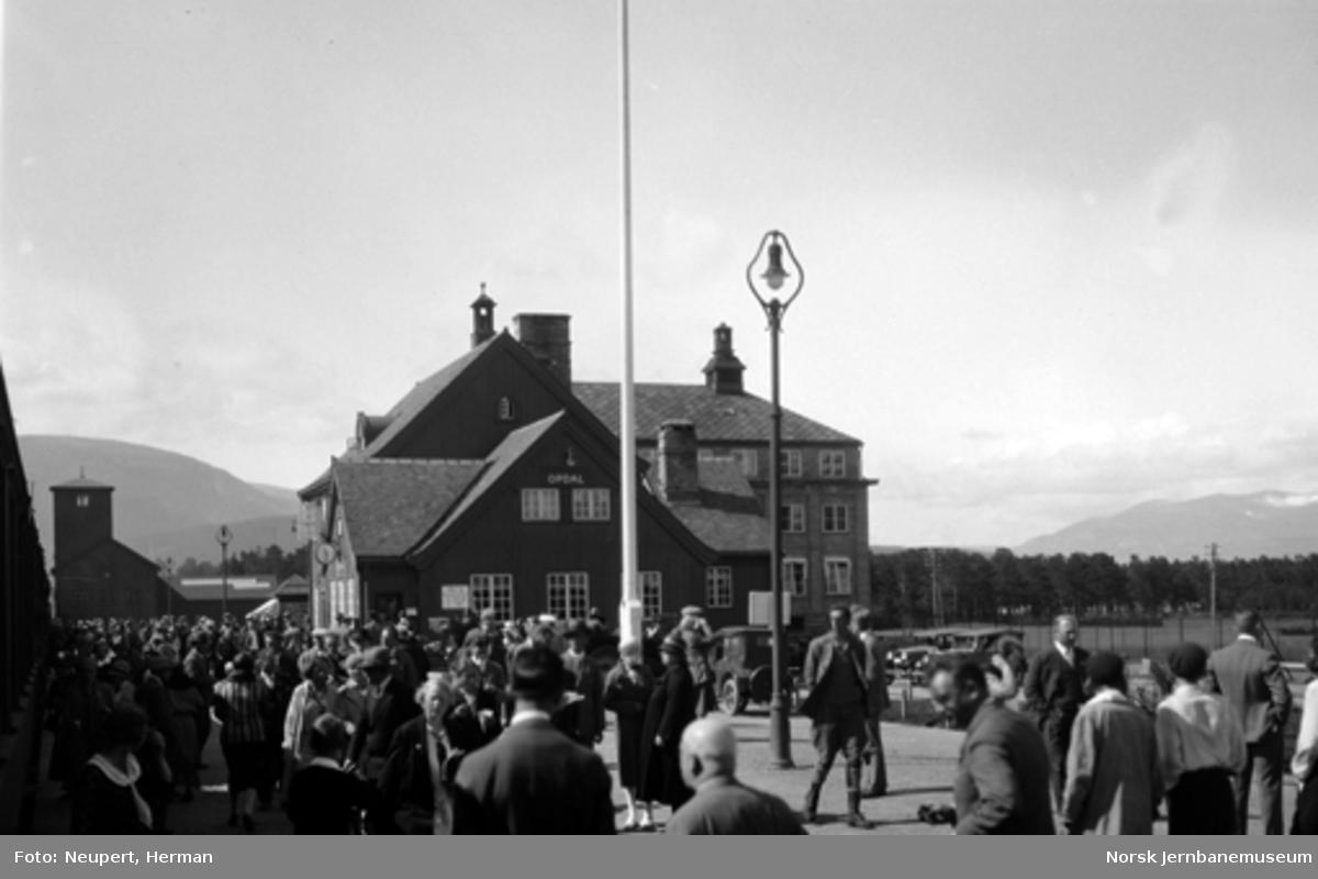 Reisende på Oppdal stasjon
