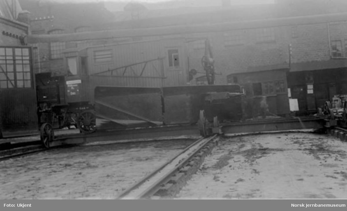 Snøplog til NSB Oslo distrikt; rydningsplog for stasjoner, litra Rs, trolig nr. 492