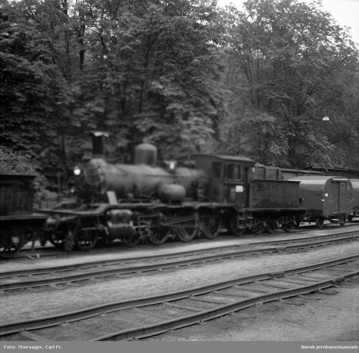 Damplokomotiv type 18c nr. 226 på Arendal stasjon