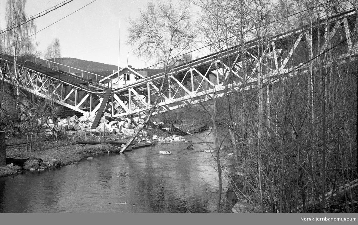 Bru over Moelva etter sprengning 1940