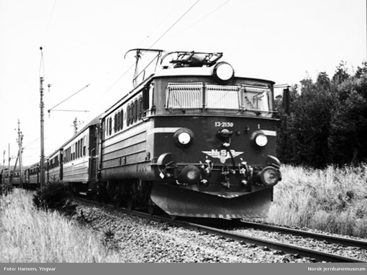 Elektrisk lokomotiv El 13 nr. 2159 med persontog
