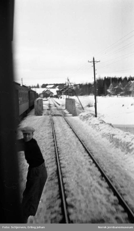 Innkjør Eina stasjon sett fra toget