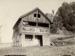 St. Halvards gate 28, Oslo. Dyvekkes hus (flyttet til Ullern). Trehus med svalgang.