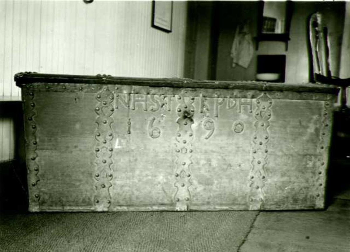 Kiste, merket 1690, Våler kirke, Våler, Hedmark.