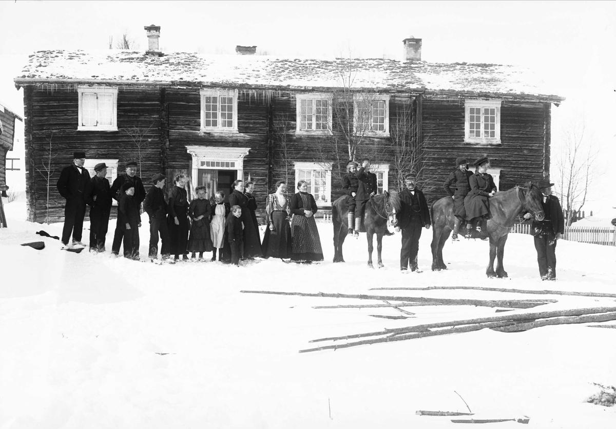 Serie bilder, noe fra Drøbak, Frogn, Akershus. Muligens noe fra Valdres. Familieliv, antagelig  familiene Hansen, Lund og Samuelson ca 1900-1905.