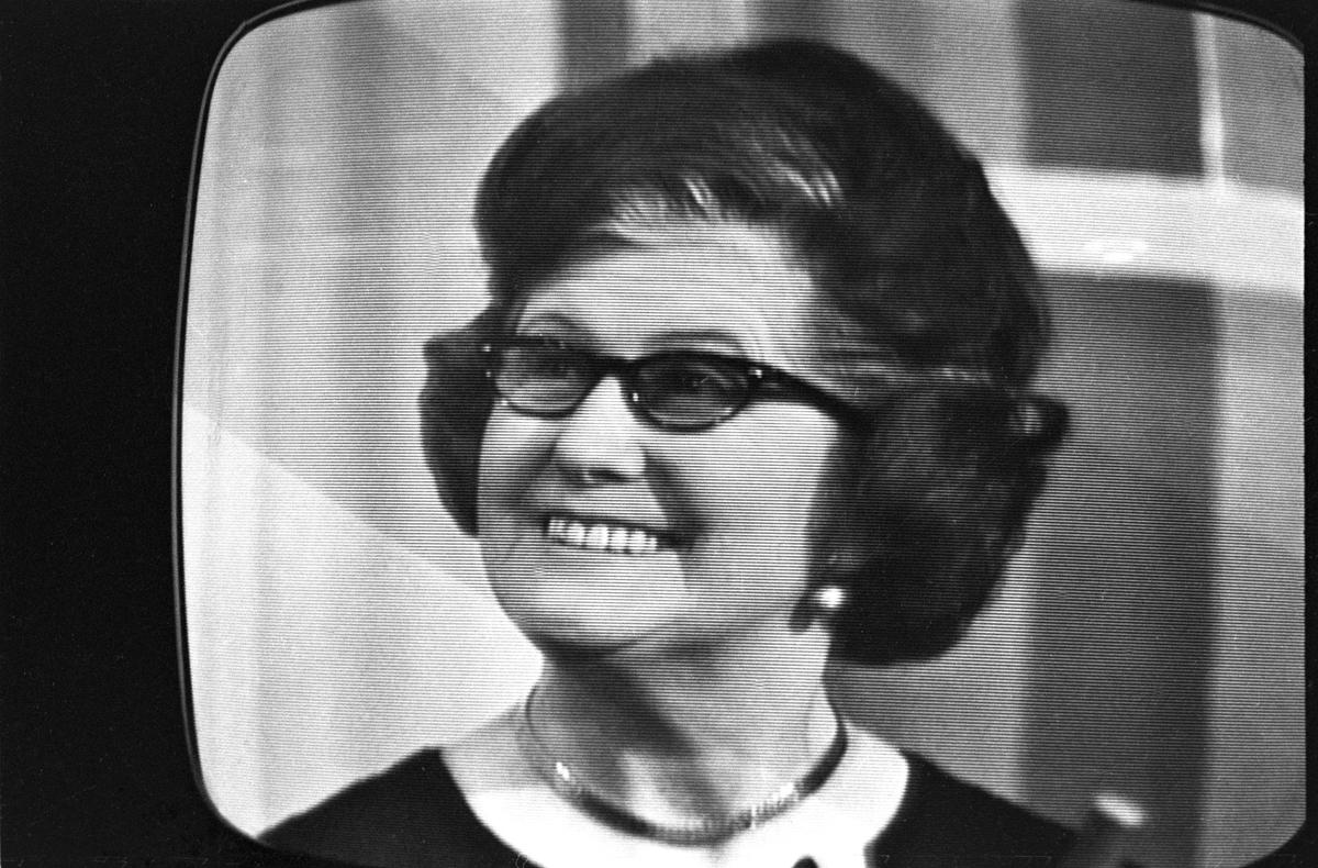 """Fra NRKs fjernsynsprogram """"Kvitt eller dobbelt""""  i oktober 1966.  En av deltakerne i programmet.  Avfotografert fra fjernsynet."""