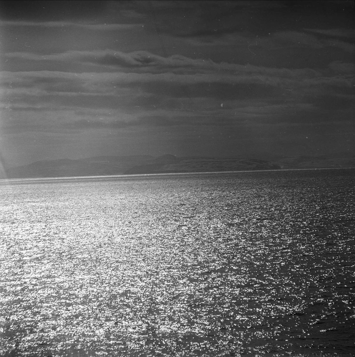 Nord-Norge, april 1963. Fra Hurtigruta, sjø.