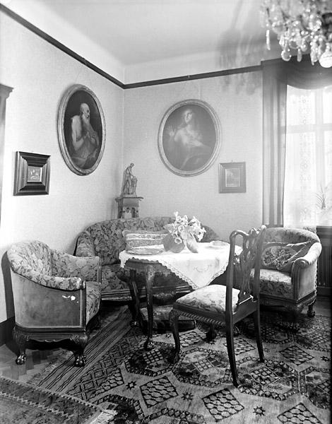 Disponent Otto Mareschs villa på järnvägsgatan, kvarteret Kronan, interiör. Maresch startade trycksvärtefabriken ET Gleitsman.