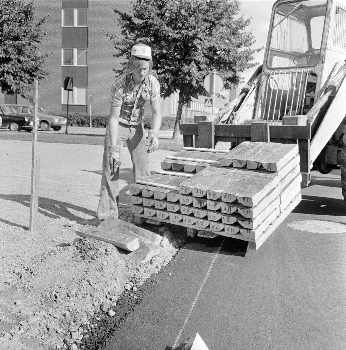 """""""Försäljning av elverket gav Tierp goda gatupengar"""", Tierp, Uppland september 1973"""