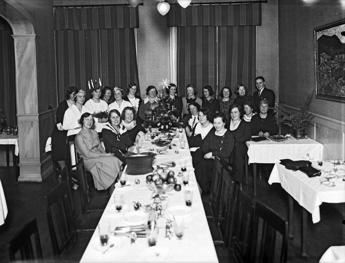 Luciafirande på restaurang, sannolikt i Uppsala, 1934