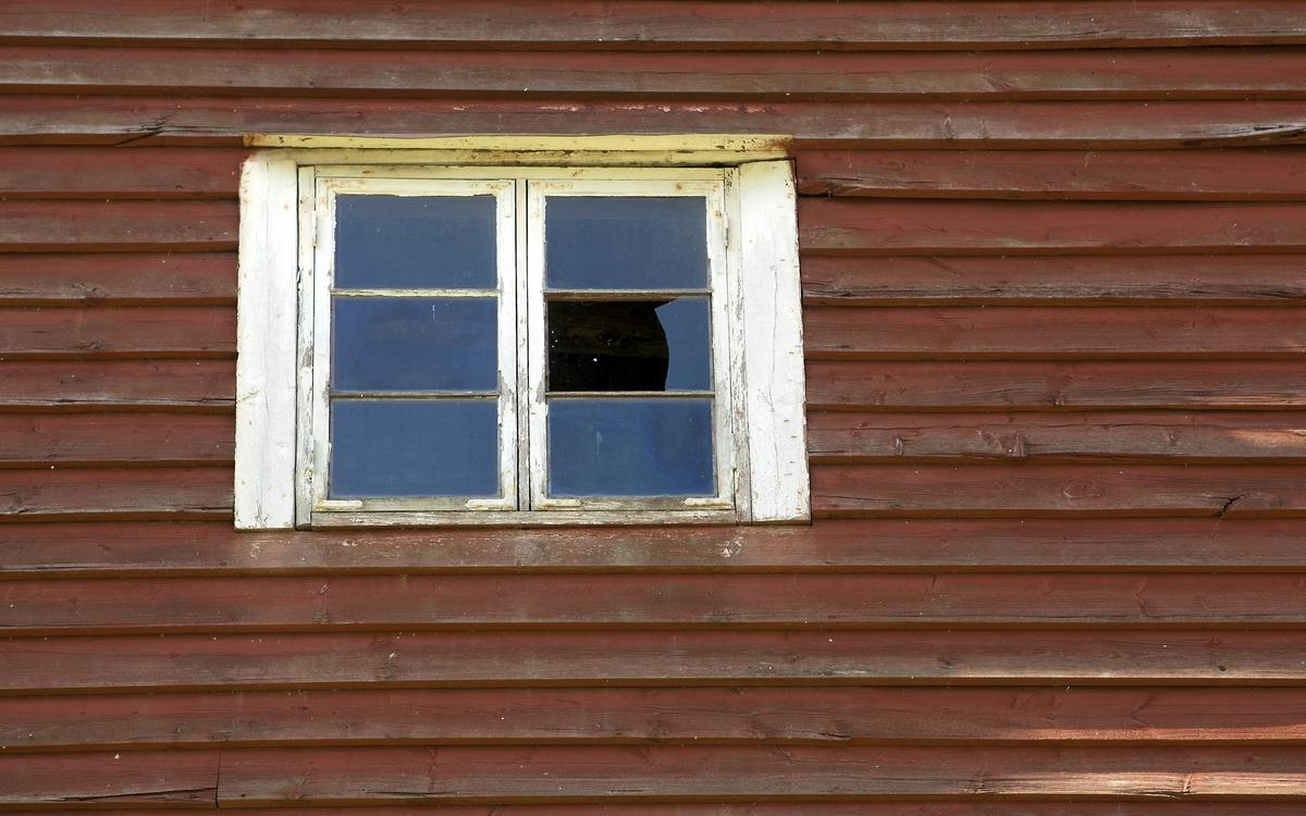 Fönster på lada, Fyrislunds gård, Uppsala 2010