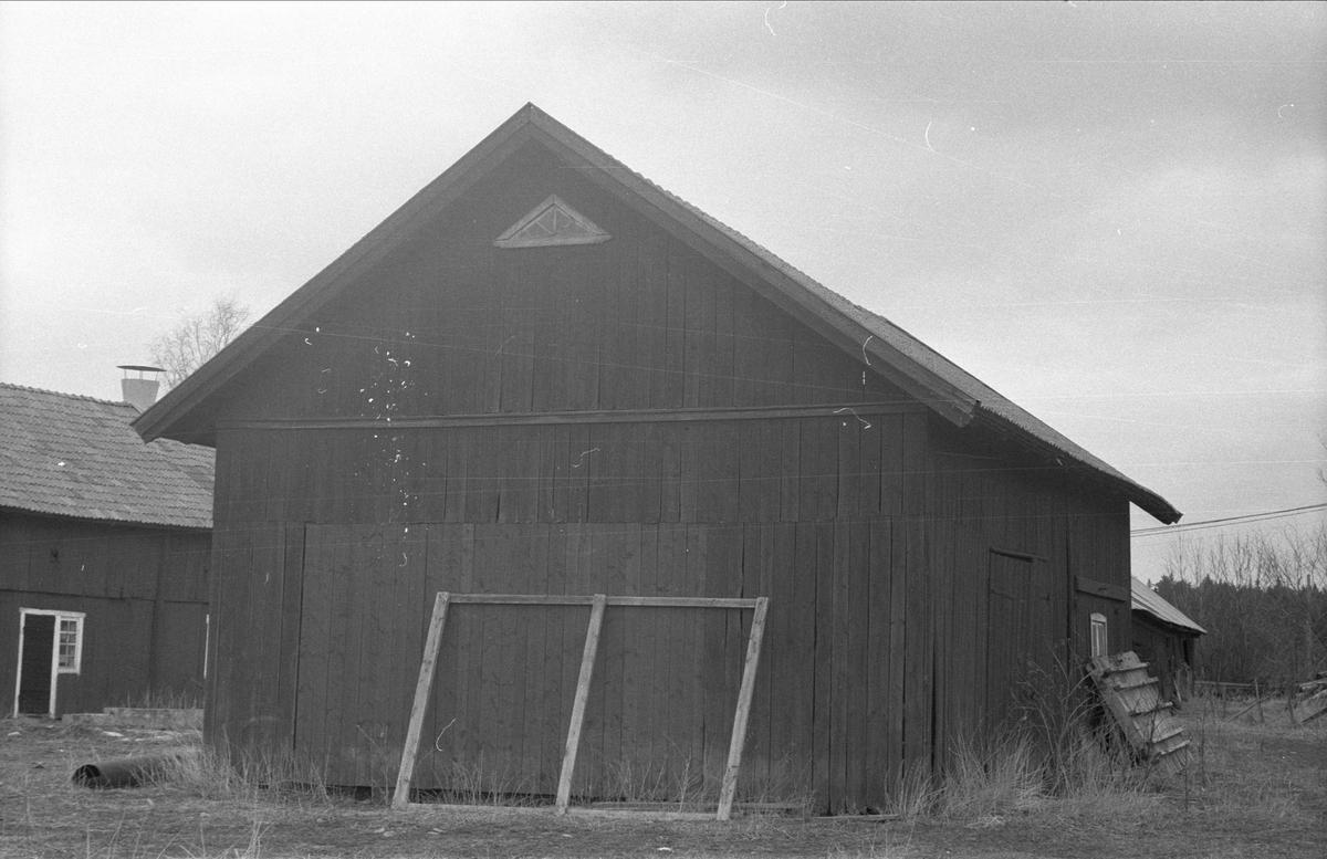 Svinhus och lider, Gränby 1:2 och 2:2, Ärentuna socken, Uppland 1977