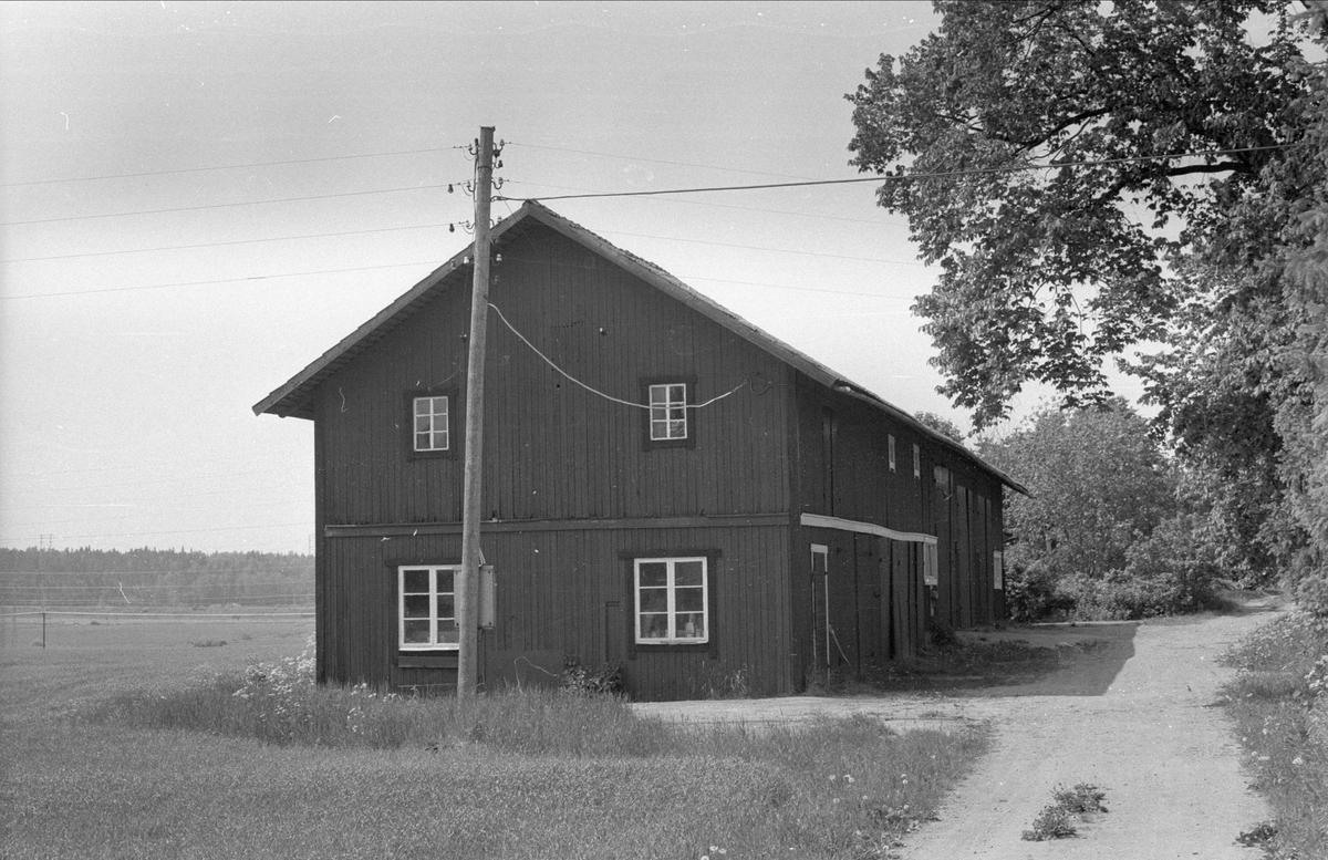 Magasin, Berga 1:1 och 1:2, Berga, Danmarks socken, Uppland 1977