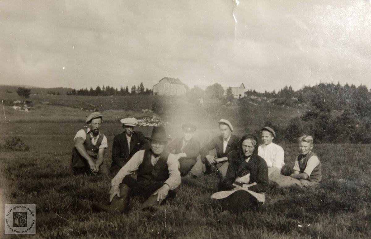 Ungdom fra Langåsen, Ågedal i Bjelland, nå Audnedal.