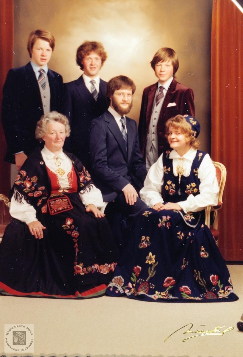 Portrett av familien Byremo. Audnedal.