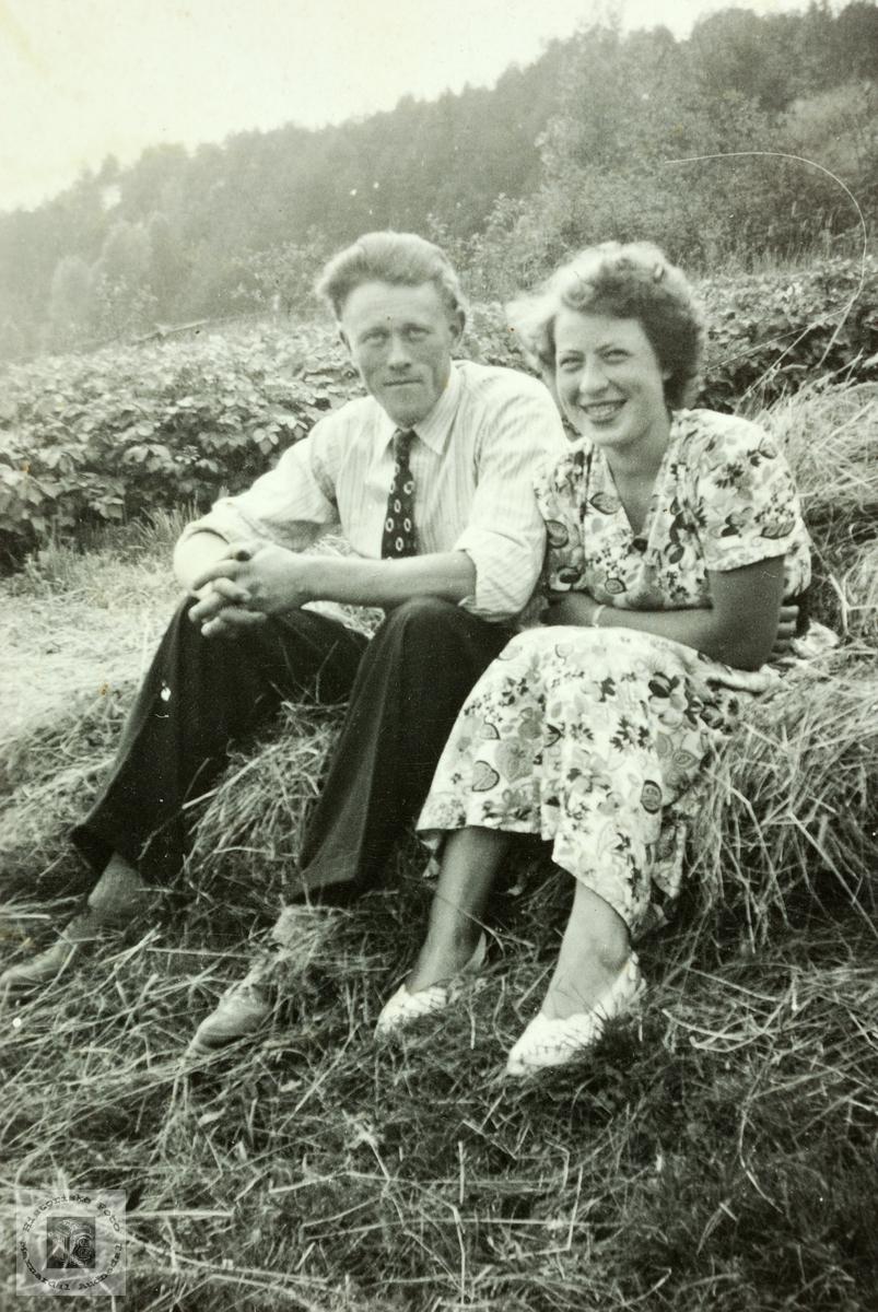 Nyforlovet par, Tobias og Gunhild Høyland, Grindheim.