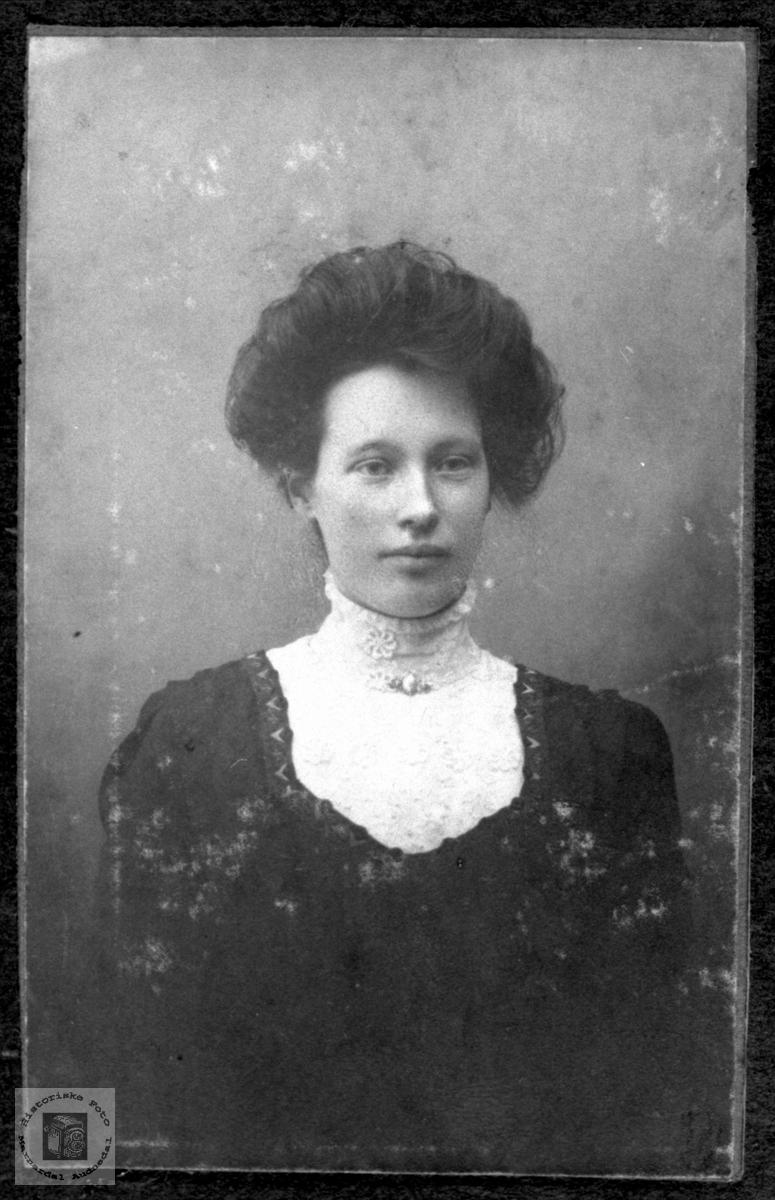 Portrett av Gunvor Strædet.