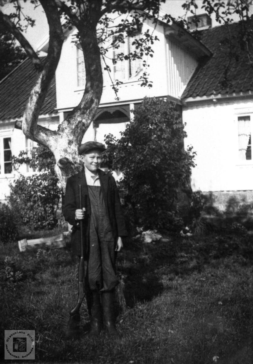 Portrett av ung jeger i Skålneset, Laudal.