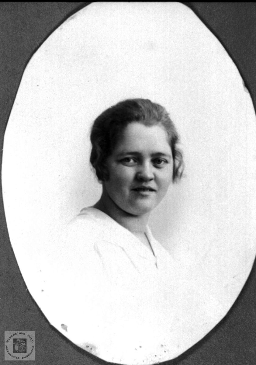 Portrett av Ingeborg O. Ågedal, Konsmo.