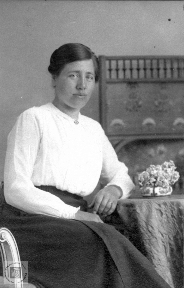 Portrett av Guri Ødegård, Audnedal.