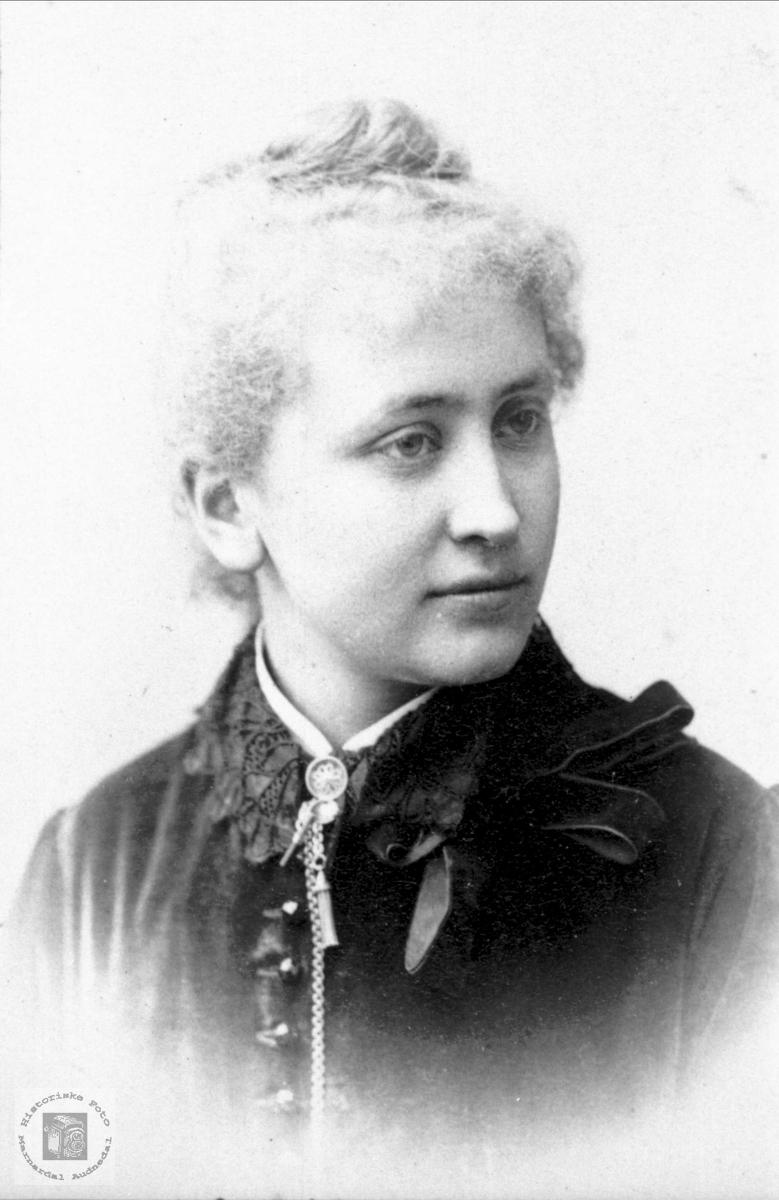 Portrett av Hulda Bergersen Garborg.