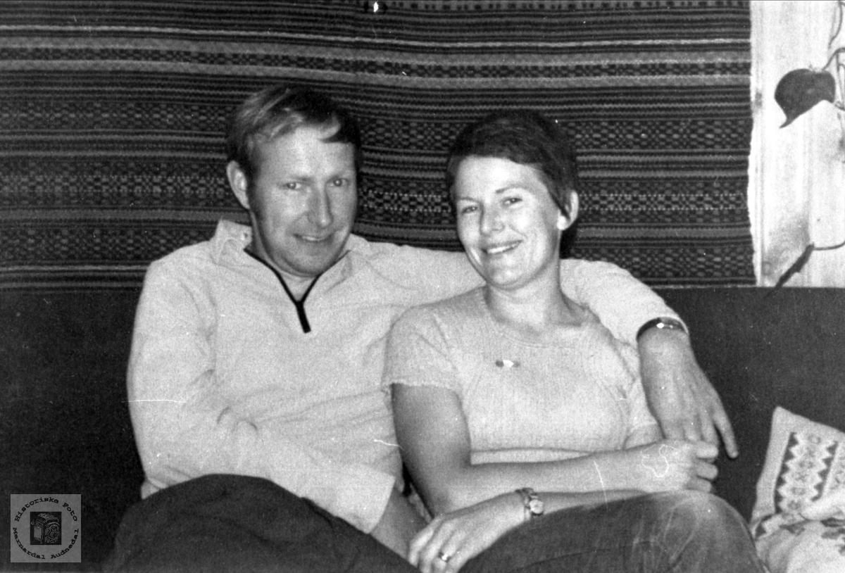 Portrett av ektefeller. Ingrid og Jostein Flaamo. Ingrid med røtter i Verdalen, Laudal.