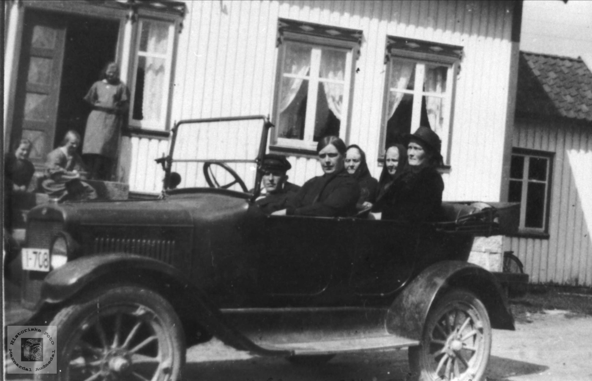 På biltur ukjent sted med personer fra Øyslebø området.