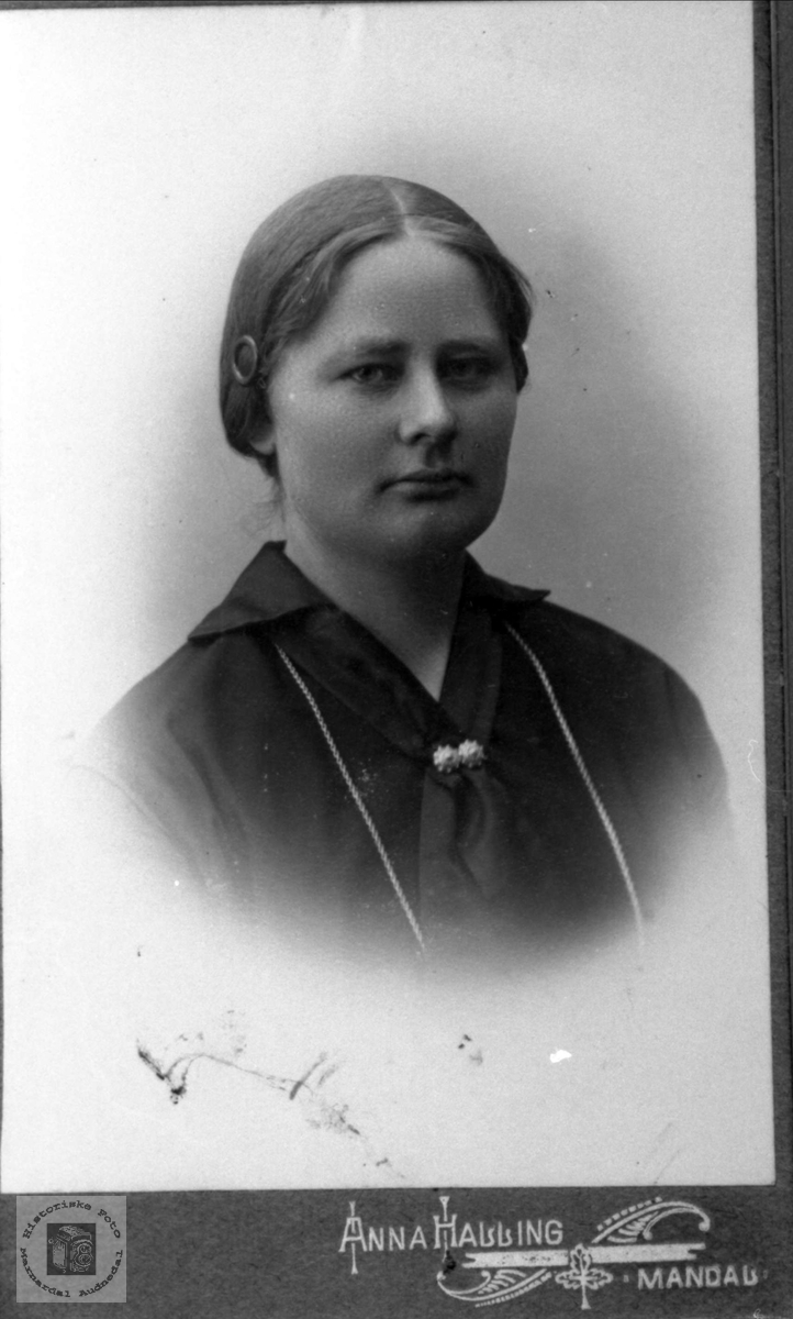 Portrett av Anna Finsdal, Øyslebø.