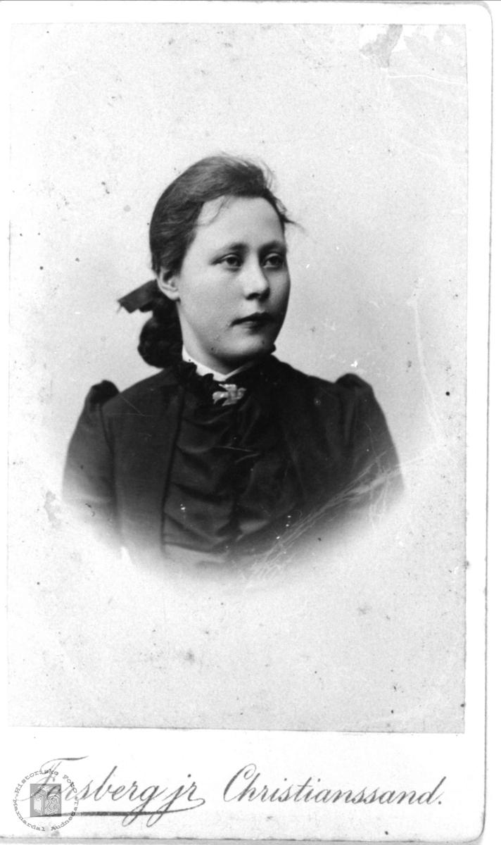 Portrett av Gurine Sløgedal, Øyslebø.