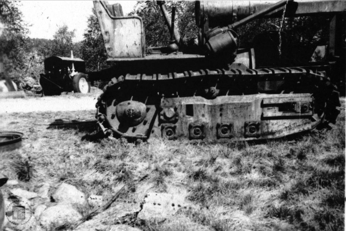 Mekaniseringen begynner. Utstyr eid av Olav Jakobsen Manneråk, Øyslebø.