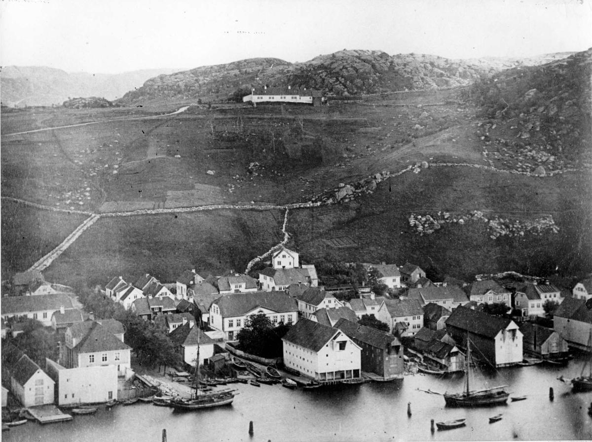 Skriveralmenningen, Strandgaten, Husabø. Prestegården øverst i midten.