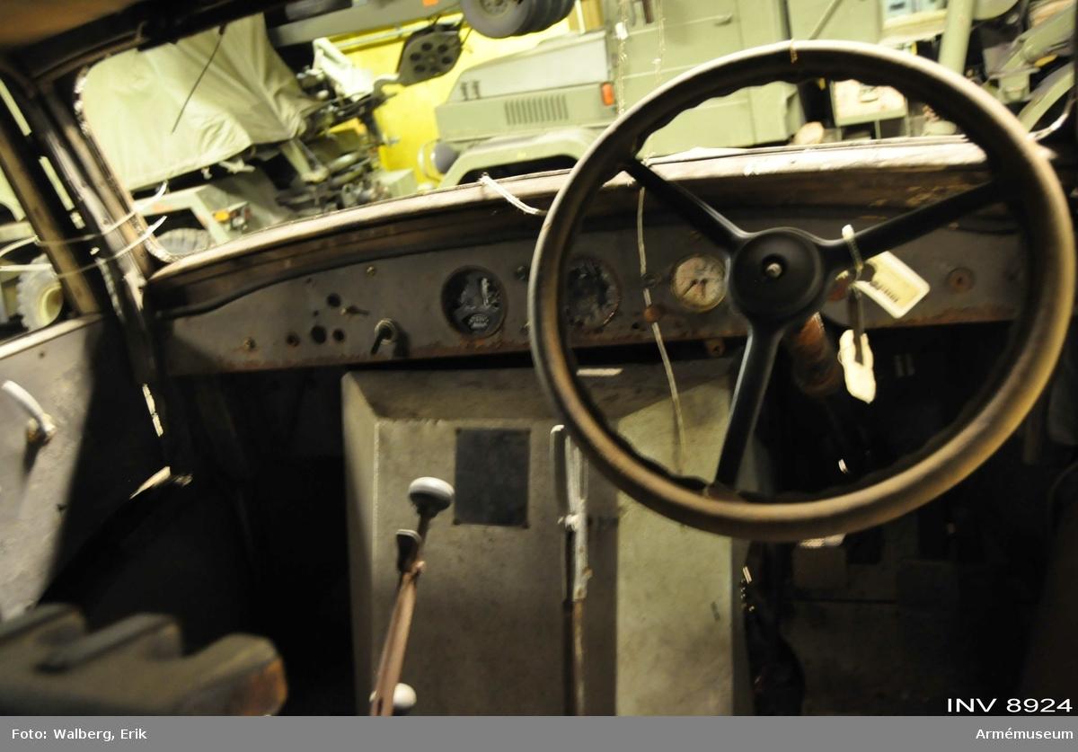 Volvo terrängdragbil m/1940 typ TVB. För 7-8 passagerare. Motor Volvo FBT. Se instruktionsbok Volvo terrängvagn typ TVB. Datum för första registreringen 1941-09-24.