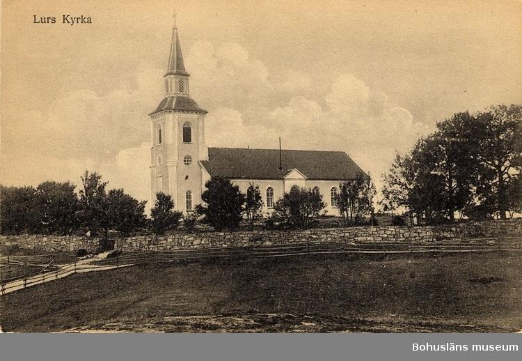 """Tryckt text på bilden: """"Lurs kyrka"""".  ::"""