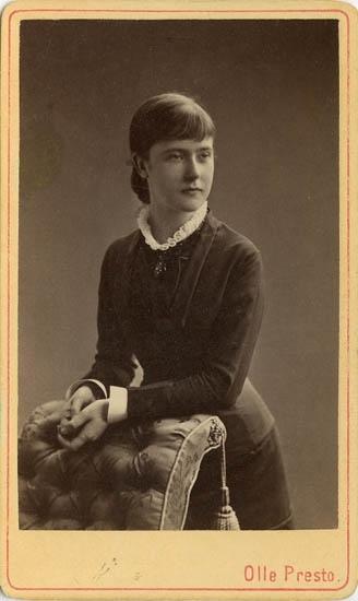 """Text på kortets baksida: """"Fru Carlander, f. Nauchoff"""".  ::"""