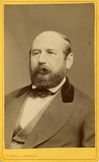 """Text på kortets baksida: """"Doktor Hugo Fabian Rönqvist""""."""