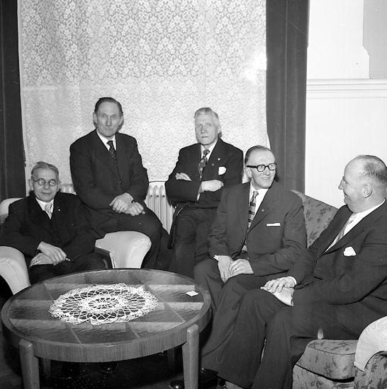 """Enligt notering: """"Kioskägare Jub. 11/3 1957""""."""