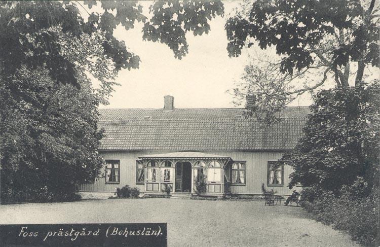 """Tryckt text på kortet: """"Foss prästgård (Bohuslän)"""". ::"""