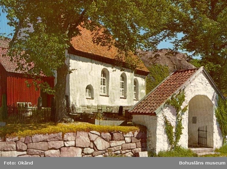 """Tryckt text på kortet: """"Bohuslän. Svenneby gamla kyrka. Uppförd på 1100-talet. """" """"Ultraförlaget A-B - Solna"""""""