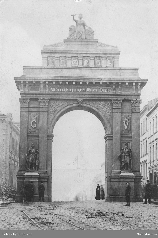 velkomstportal for kronprins Gustav og Victoria, Slottet, Stortingsbygningen, bygårder, mennesker