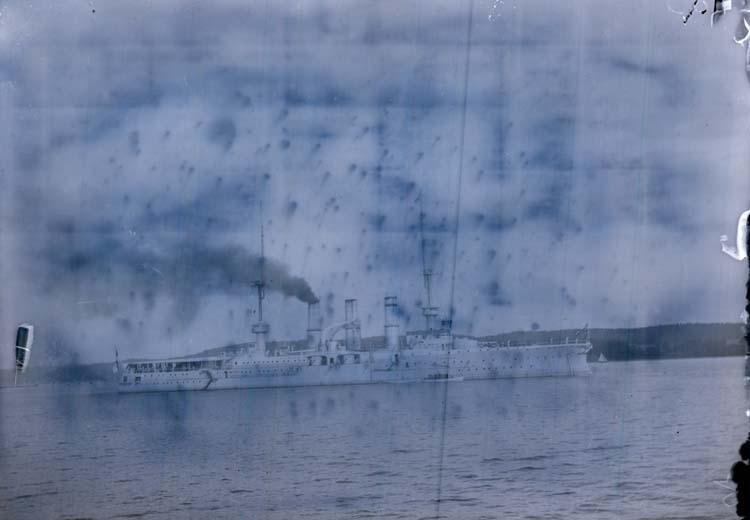 """Enligt text som medföljde bilden: """"Tyske kryssaren Friedrich Carl Gustafsberg Jul 1905""""."""