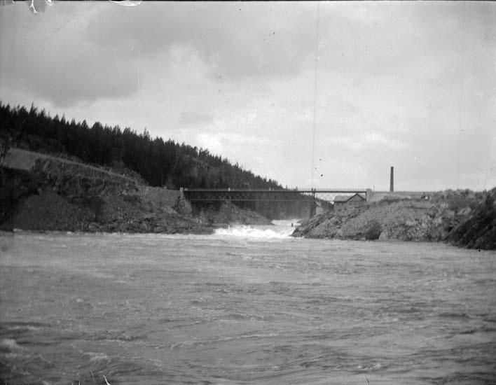 """""""Trollhättan. Bron vid 1:sta Helvetesfallet 22 maj 1899"""""""