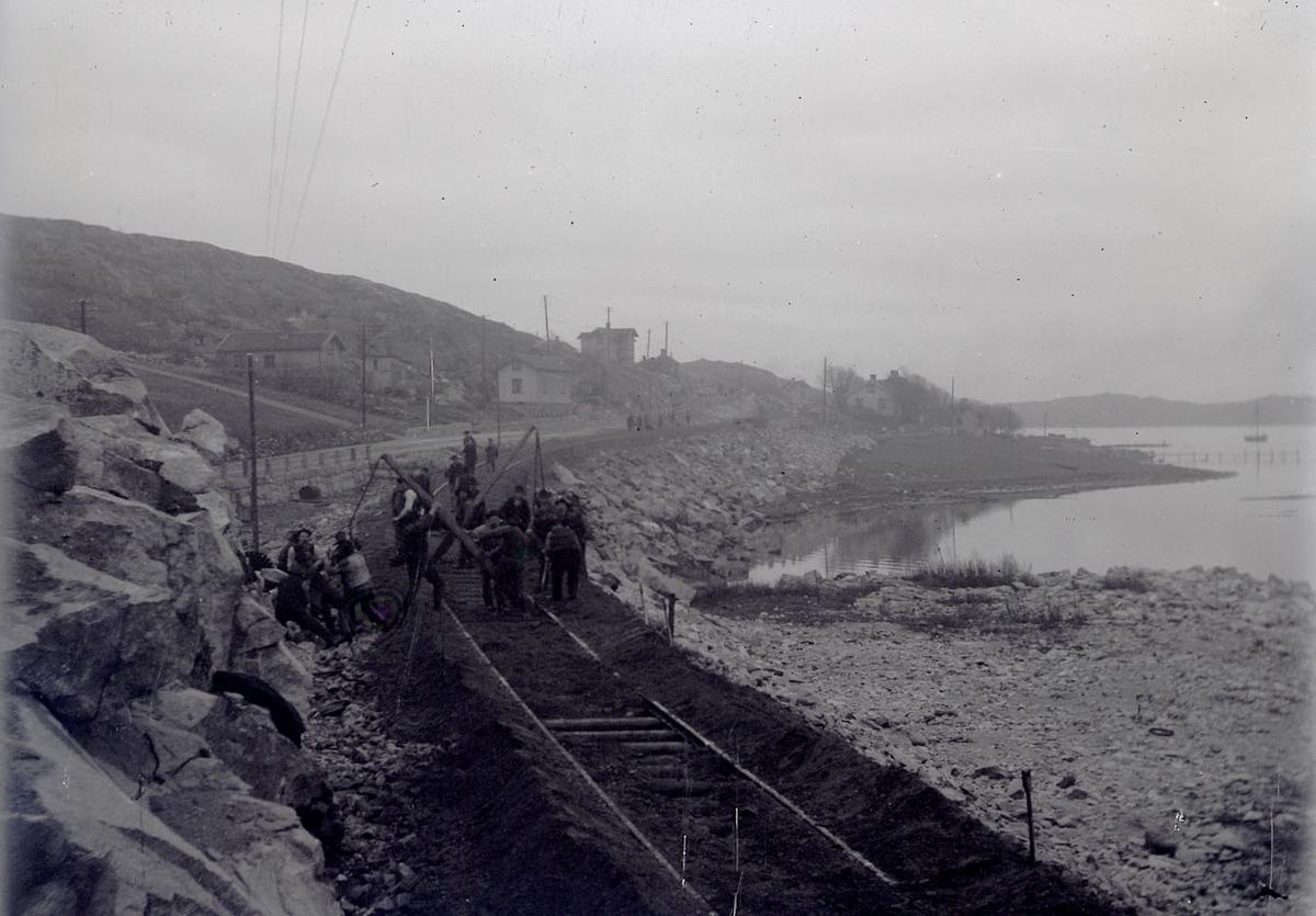 """Enligt text som medföljde bilden: """"Jernvägsbyggnad 1912/13""""."""