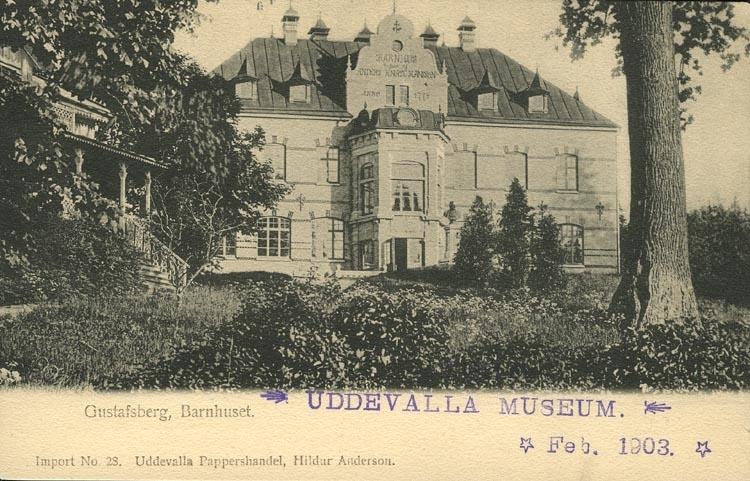 """Tryckt text på vykortets framsida: """"Gustafsberg, Barnhuset."""" ::"""