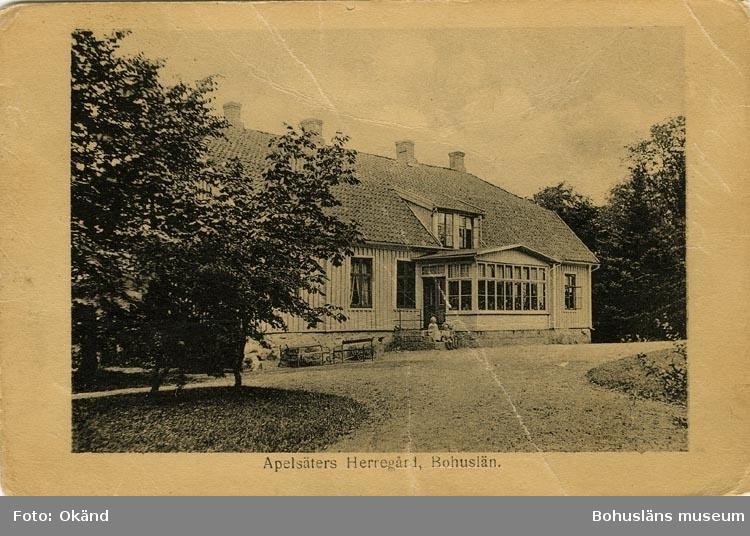 """Tryckt text på vykortets framsida: """"Apelsäters Herrgård, Bohuslän."""" ::"""